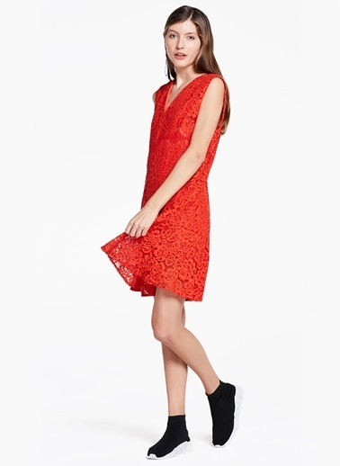 V Yaka Dantelli Elbise-Twist